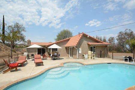 Perfect Getaway - Perris - Bed & Breakfast