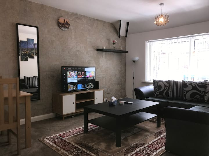 Up to 7 Guests - Large Modern Cosy Flat Birmingham