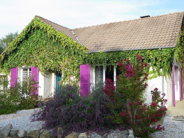 Chambre privée dans maison au calme - Vendat - Casa
