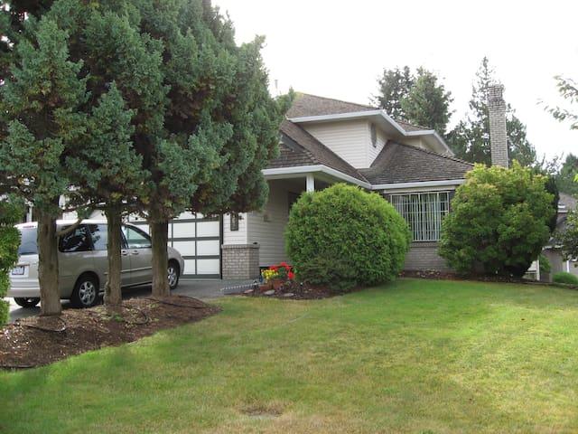 Large, family home in beautiful safe neighbourhood