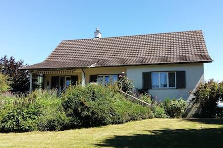 Familienfreundliches Haus mit Blick auf Bodensee - Scherzingen