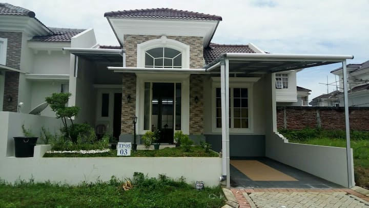 House on the Hill CitraLand Manado