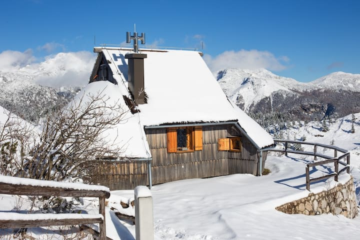 Amazing view from lovely cottage - Velika planina - Velika Planina - Chalet