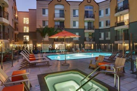 Marina Del Ray Luxury Apartment