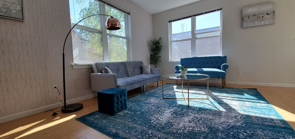 ✧ Glam-Plush Apt | Spacious 2 BR in Central PDX✧
