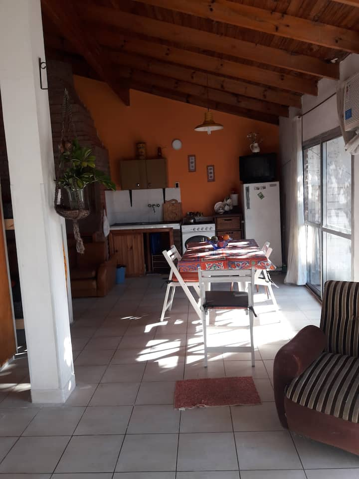 Casa céntrica con patio.