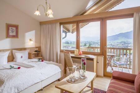 """Gartenhotel Rosenhof_  Hotel/Ferienwohnungen/Ferienhäuser_Wohnung """"Kitzbühel"""""""