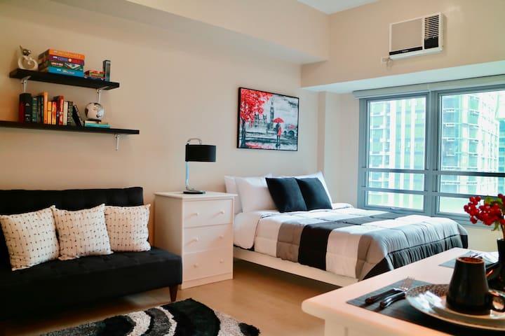 Trendy Black & White Maison w/ Netflix & Superspeed WiFi