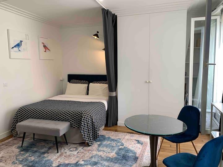Sunny, quiet, spacious Saint-Paul luxury apartment