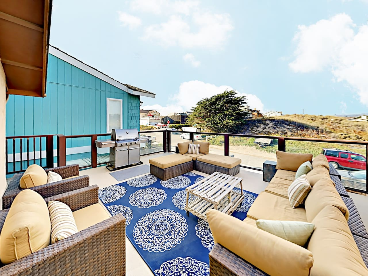 Welcome to Oceano! Spend time together on the large deck, which offers ample cushioned seating and ocean views.