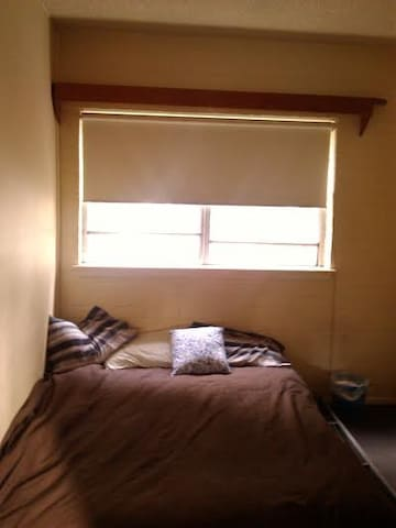 Private room, close transport, CBD