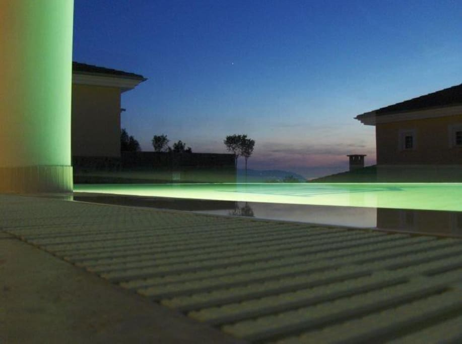 Take a swim underneath the stars: pool of Villa Kapla by night