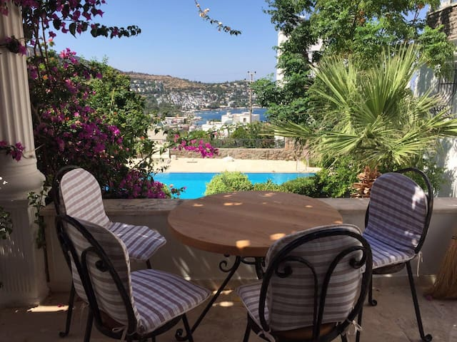 House with pool, close to beach - Muğla - Huis