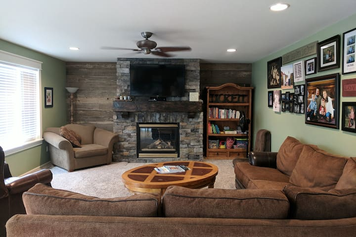Family room with access to cable/internet, kids toys.