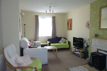 Airy home close to beaches and amenities - Redruth - Дом