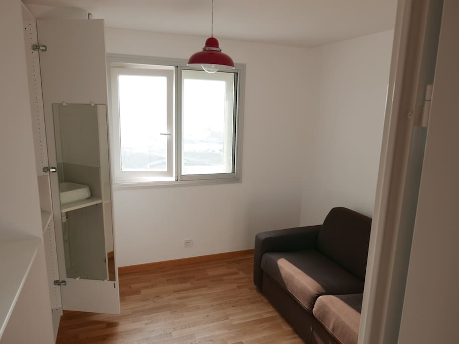 Bright room with a confortable double bed out of the sofa