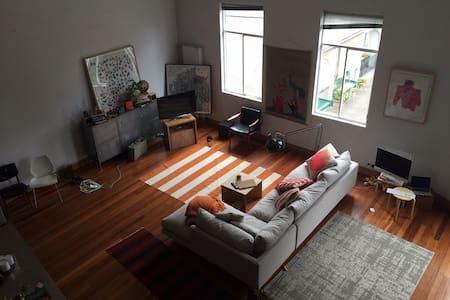 Huge spectacular loft apartment - Redfern - Loft