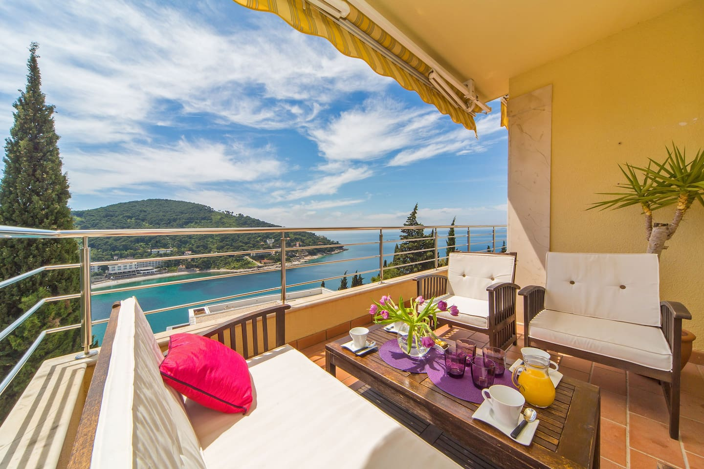 Superb position overlooking Lapad Peninsula and the beautiful turquoise waters of the Adriatic Sea