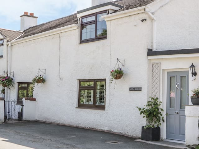 LITTLE BEECHES, family friendly, with a garden in Hengoed, Ref 958275