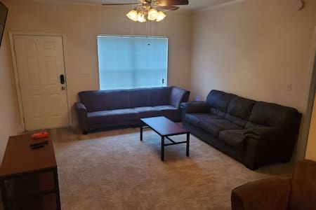 2 bedroom/2 bathroom apartment getaway near UA