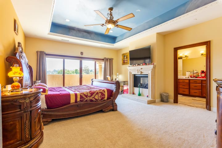 LUXURY Master Suite near San Diego SAFARI Park