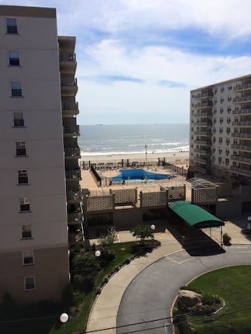 top floor apt with ocean view - Long Beach - Lägenhet