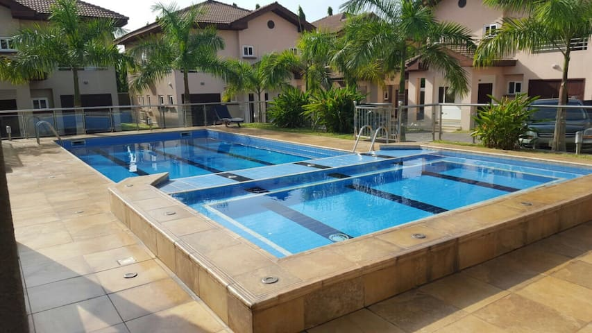 NEW Luxury 1 Bedroom Apartment steps from Airport - Accra