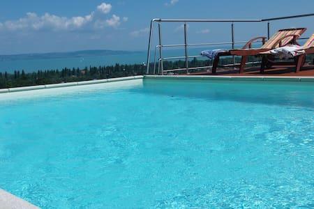 Villa Panorama Zamárdi - Замарди