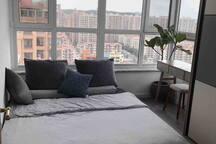 二层北卧室(房主有时会把该空间卧室取消成衣帽间书房,然后增加三楼卧室,见后图描述,具体操作随心情啦)
