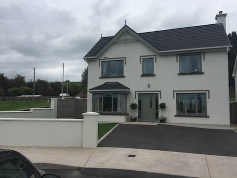 Small Twin Room,private bathroom, 5 min to Blarney