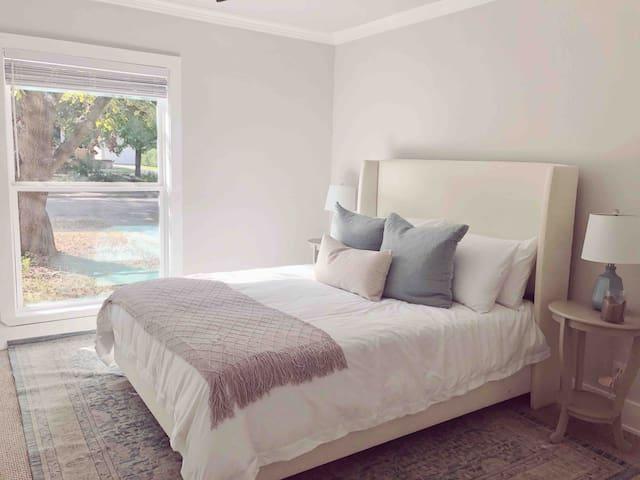 Bright & Cozy Home in Beautiful Kessler Park