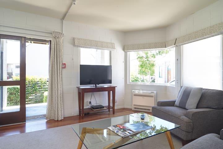 Akaroa's Premier Apartments # 55 Captains Cottage
