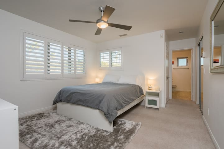 Bright and sunny master bedroom with en-suite and closet.