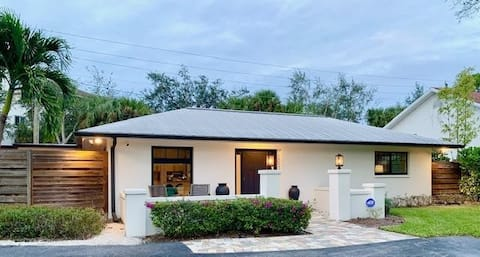 Gulf Coast Cottage-walk to beach, shops,and dining