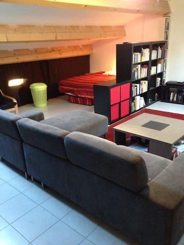 40m² à la campagne (solo/famille) canapé + bureau - Assas - House