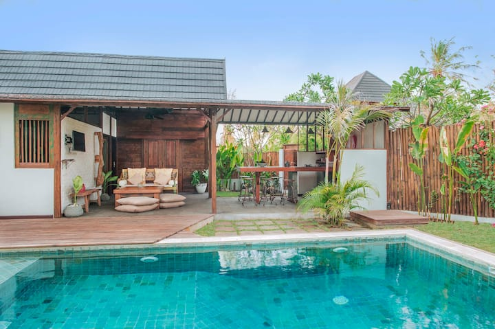 Villa Bayu, 4 guests offer!! 3 Beds, Pool & Garden