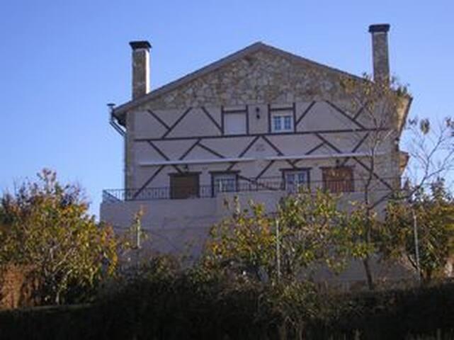 Acogedora casa rural en plena naturaleza - Navarredonda de la Rinconada - 샬레(Chalet)
