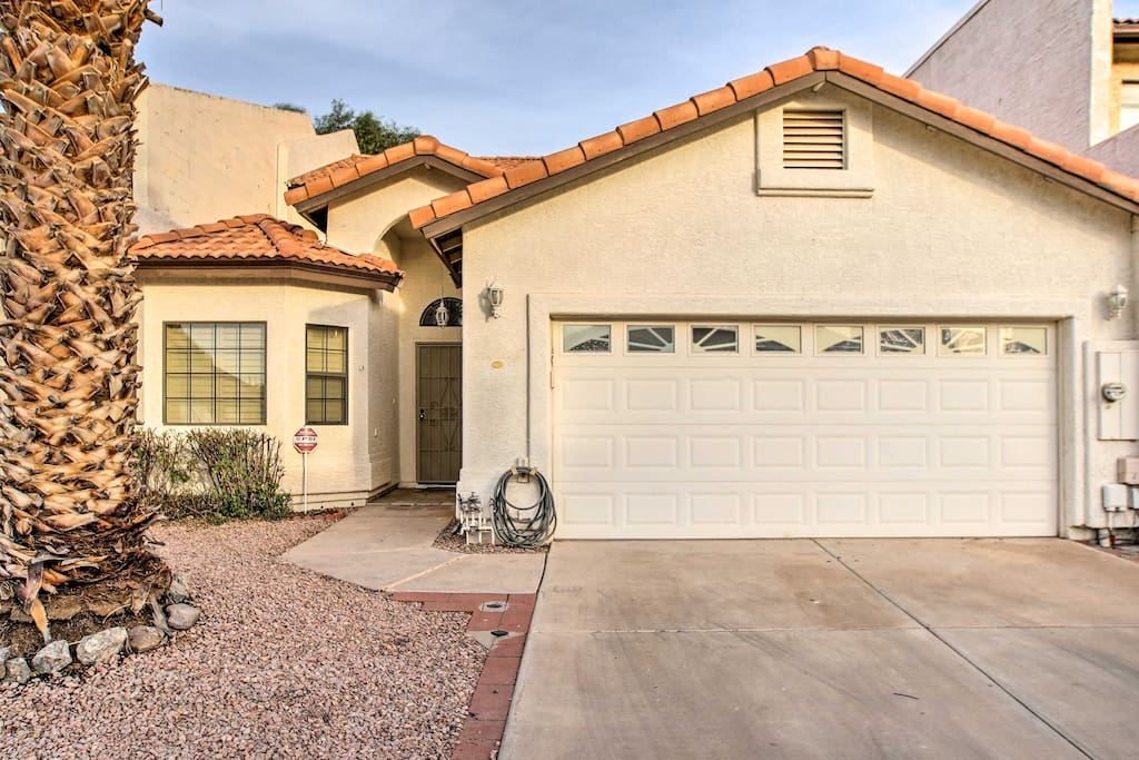 This 2-bedroom, 3-bathroom Mesa home offers 2,400 square feet of living space!