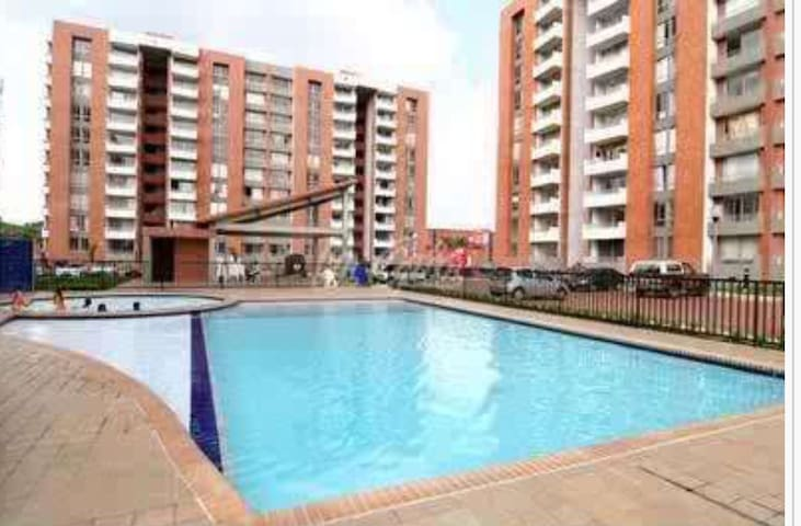 Room ciudad jardin w pool apartments for rent in cali for Cali ciudad jardin