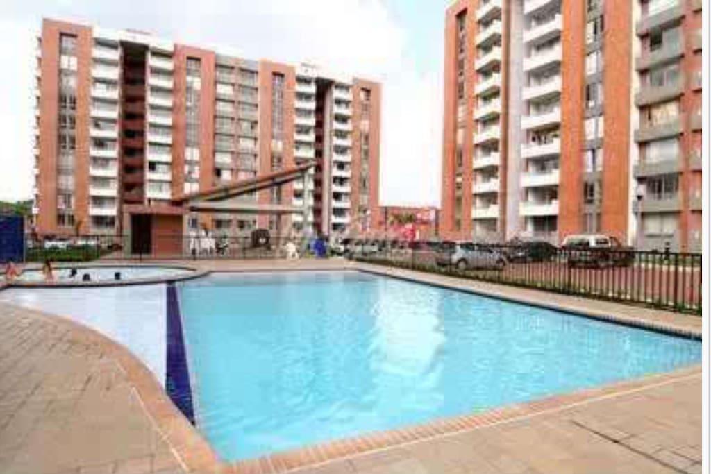 Habitaci n arriendo room ciudad jardin w pool apartments for Bares ciudad jardin cali