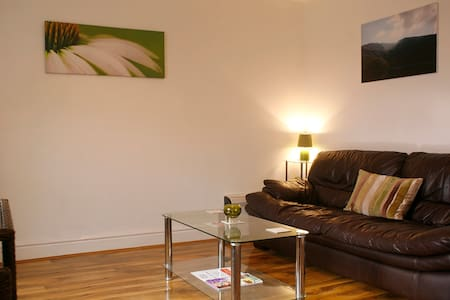 Mountain-view Town Centre Apartment - Prestatyn - Huoneisto