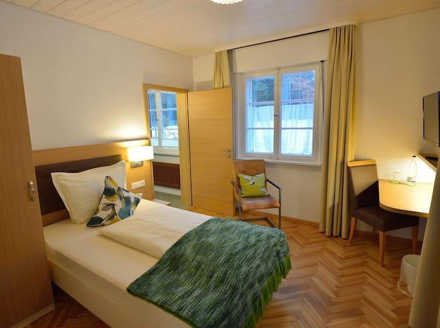 Pension Waldliesel, (Dornstetten), Einzelzimmer mit Dusche und WC, ca. 15qm