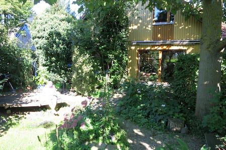 Wohlfühl-Oase im Naturgarten - Geilenkirchen - Aamiaismajoitus