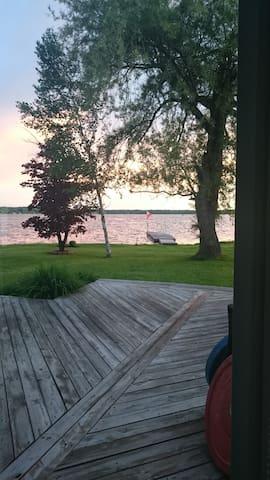 Open Concept Orr Lake Beauty - Elmvale - Huis