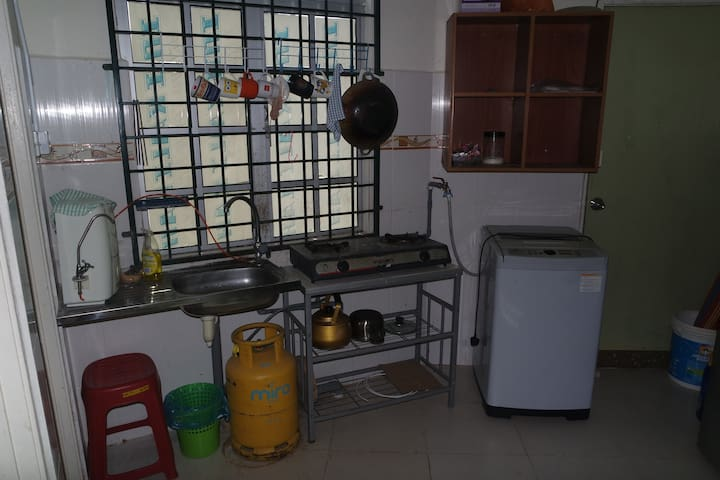 Kitchen and washing machine available.