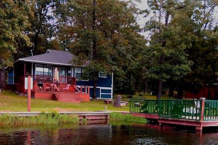 Cute LakeHouse