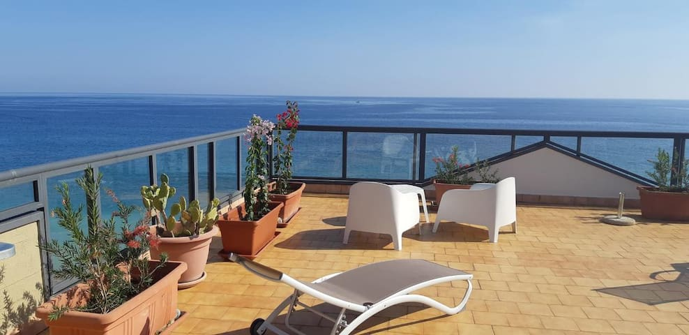 Taormina Apartment with partial Sea View