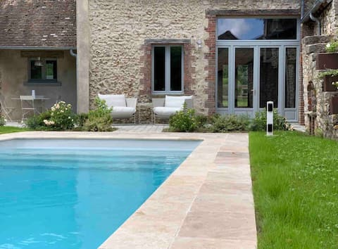 Huis met een zwembad op 1 uur van Parijs in Normandië