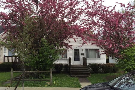Small bungalow near Earlham campus. - Richmond