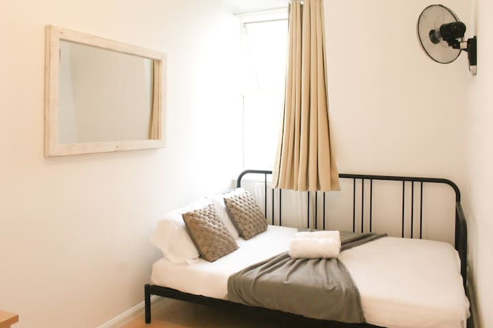 PRIVATE BEDROOMS BY TUBE STATION (2)
